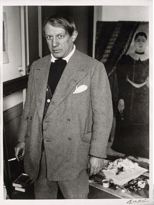 """BRASSAÏ :: Picasso in front of Henri Rousseau's portrait of """"Jadwiga"""", 1932 © bpk - Bildagentur für Kunst, Kultur und Geschichte"""