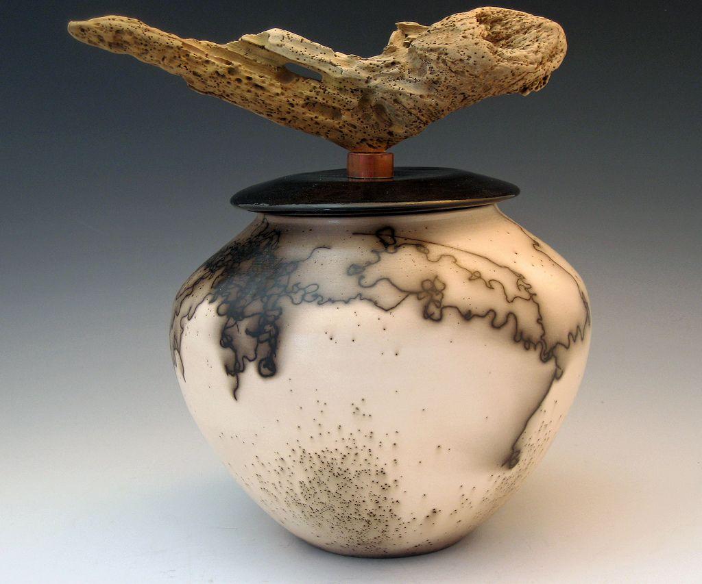 Vessel w/driftwood Knob | von HomeportPotteryStudio