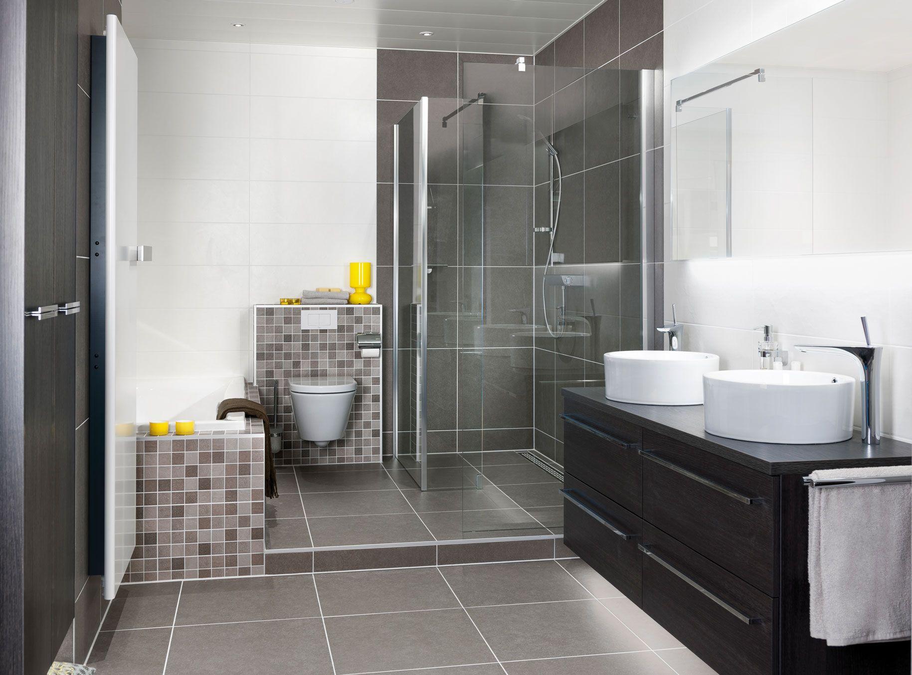 Tegeltjes rondom bad vind ik wel een bien idee k tbadkamer pinterest wastafels kranen en luxe - Betegelde ensuite marmeren badkamers ...