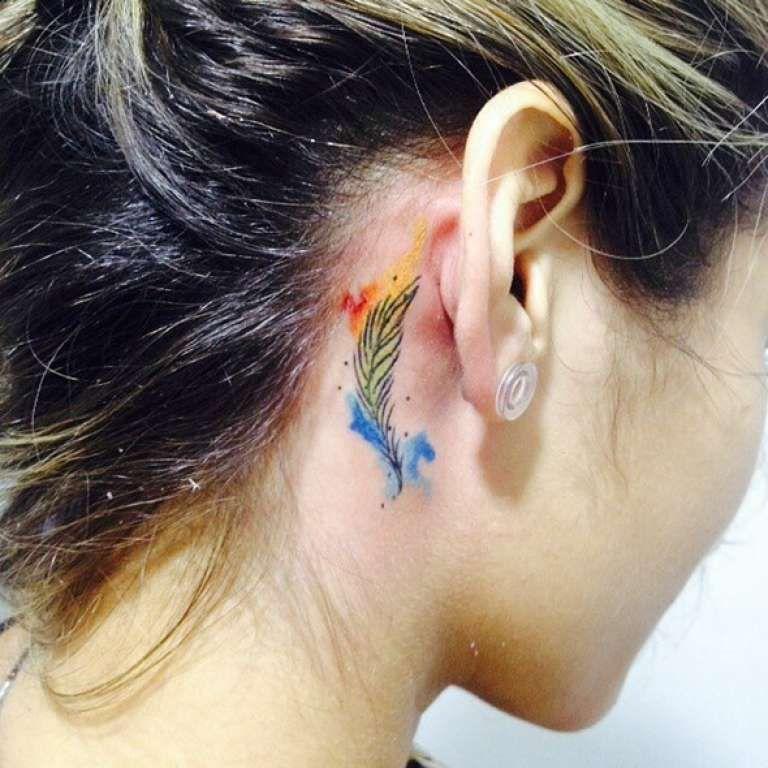 Pequeno Tatuaje Pluma Detras De La Oreja Small Feather Tattoo Feather Tattoo Behind Ear Feather Tattoos