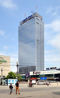 The Park Inn By Radisson Berlin Alexanderplatz Is The Tallest Building And The Eleventh Tallest Structure In Berlin And The 29th Tal Skyscraper Building Berlin