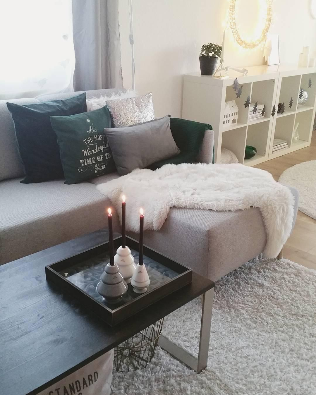 GroBartig Kerzenschein Und Ein Gemütliches Fell Geben Diesem Wohnzimmer Das Perfekte  Wohlfühlambiente Für Die Kalten Tage!