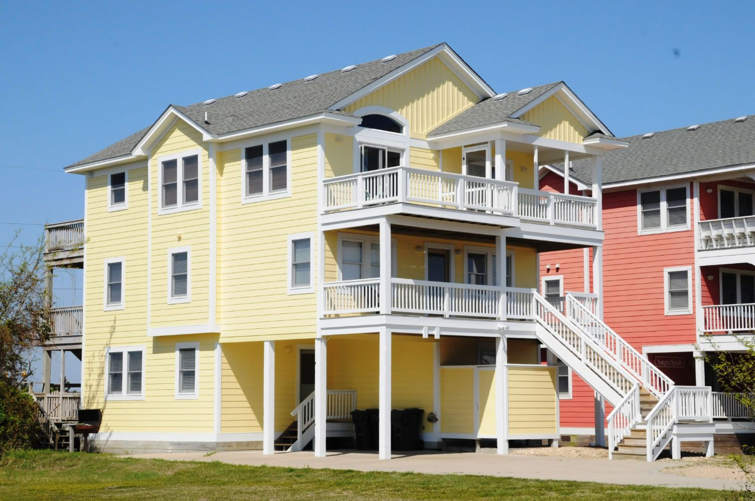 A Perfect Outer Banks Nc 6 Bedroom House Rental In South Nags Head Located Semi Oceanfront Fronts Beach Road