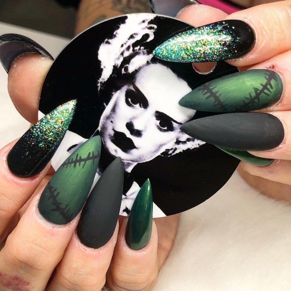 14 Unique Nail Art Ideas For Horror Fans Cute Halloween Nails Goth Nails Horror Nails