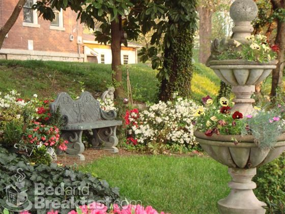 Beau Memory Garden   Bench And Flower Ideas