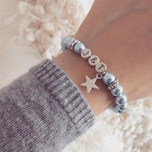 guter Service echte Qualität neuesten Stil Namensarmband mit Perlen und Stern Anhänger. Initial Armband ...