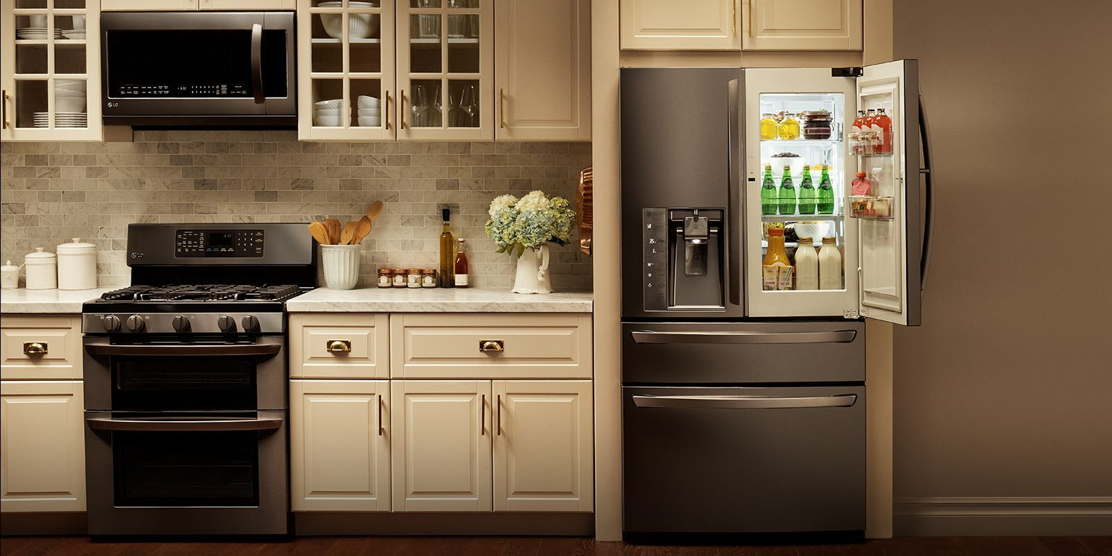 New Kraftmaid Cabinets In Kitchen In 2020 Black Stainless Steel Appliances Kitchen Cabinets With Black Appliances Stainless Steel Kitchen Interior