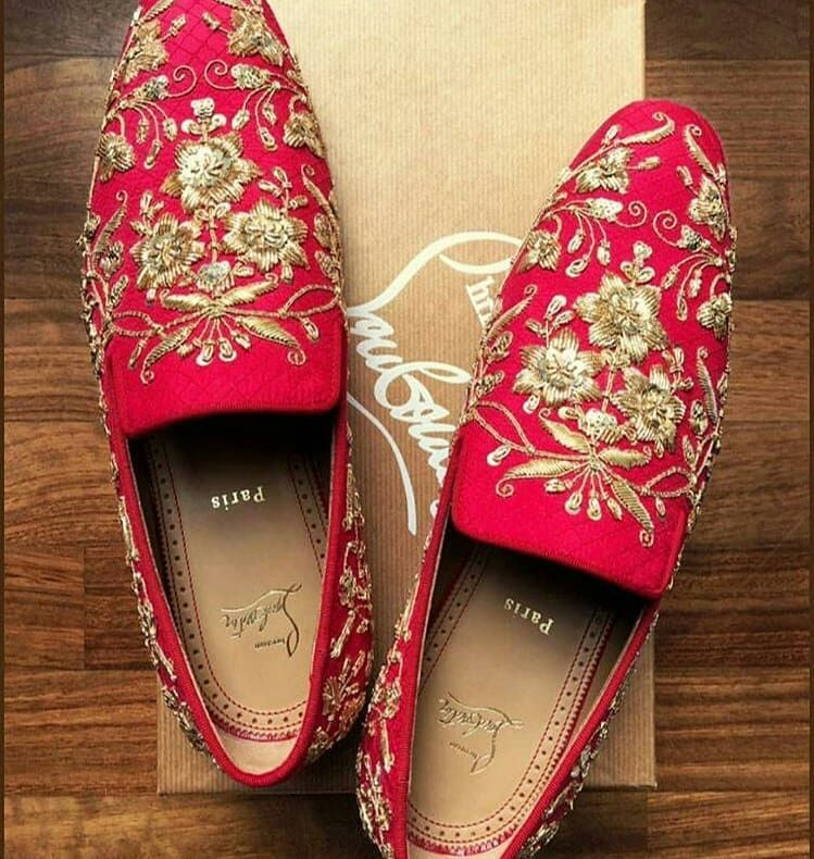 Ranveersingh And Deepikapadukone Looked Royally Beautiful On Their Wedding Day And Here Are The Photos O Indian Wedding Shoes Groom Shoes Men S Wedding Shoes
