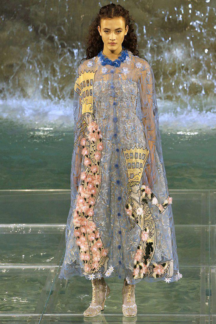 Pin for Later: Kommt ins Träumen mit den schönsten Kleidern der Haute Couture Modenschauen Fendi