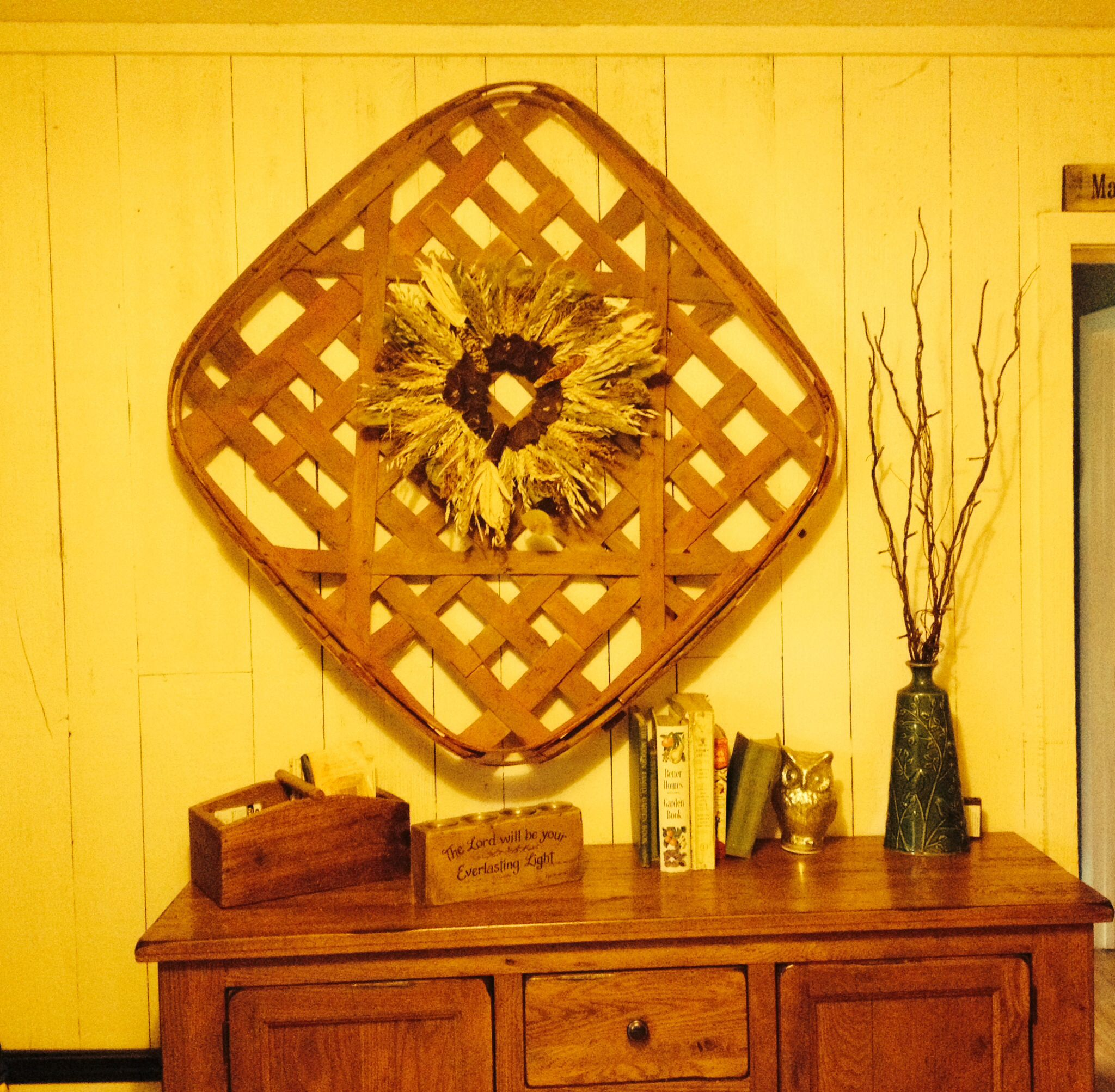 Tobacco basket from Kentucky with a grain and dried fruit wreath ...