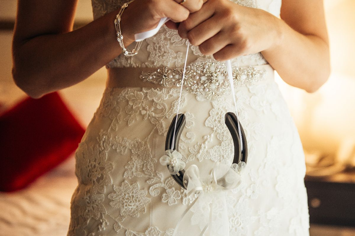 Brides traditionally carry a horseshoe down the aisle | itakeyou.co.uk