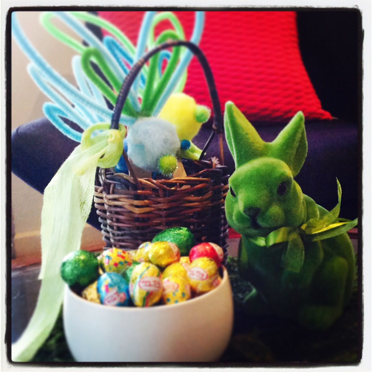 Easter inspiration #pompandparti #pompineaster