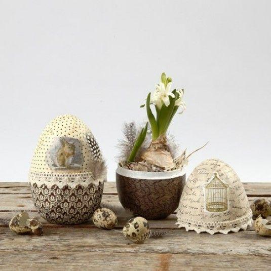 Todelt egg av papp med decoupagepapir, belte av blonde og dun