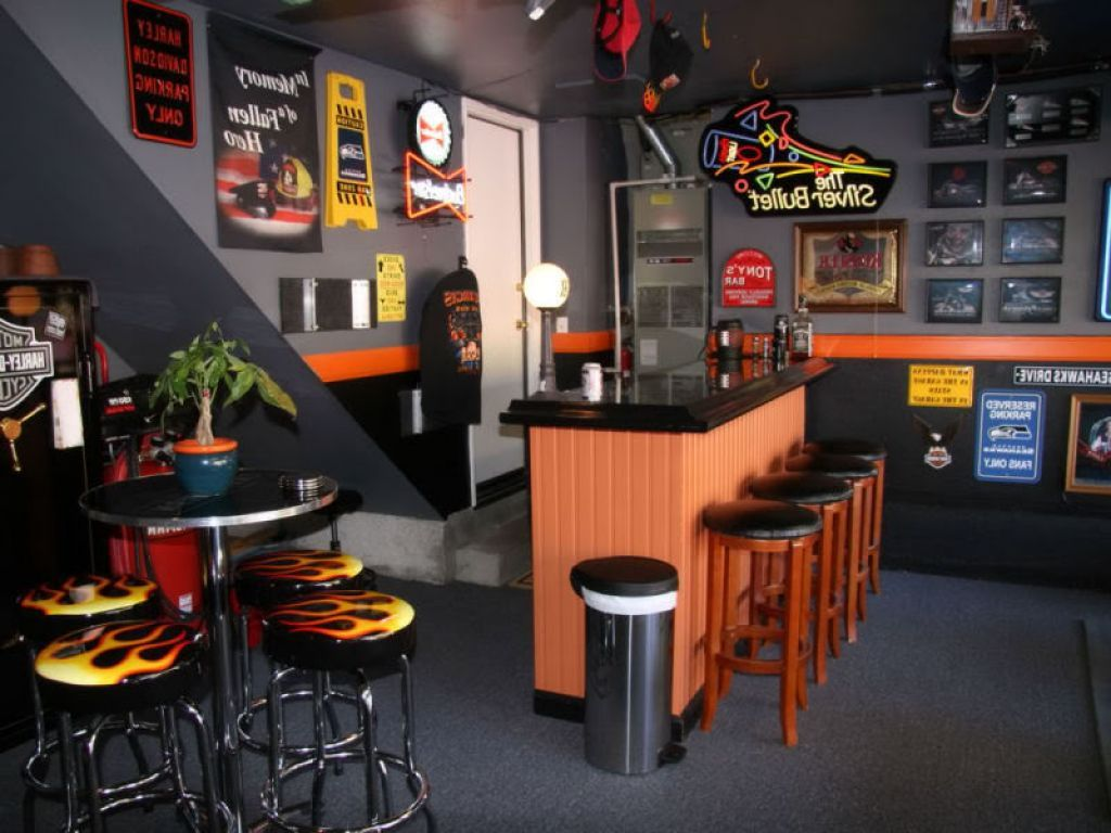 Garage Bar With Harley Davidson Decor For Sport And Masculine Look