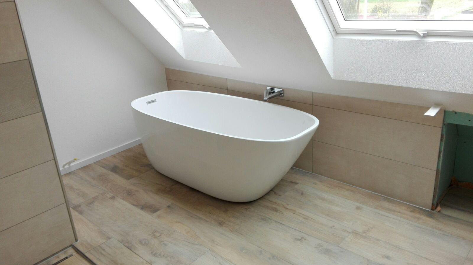 Bathroom Idea Attic Room Small Space Badezimmer Idee Dachschrage Klein Renovierung Freistehende Badewanne Badezimmer Badezimmer Klein Freistehende Badewanne