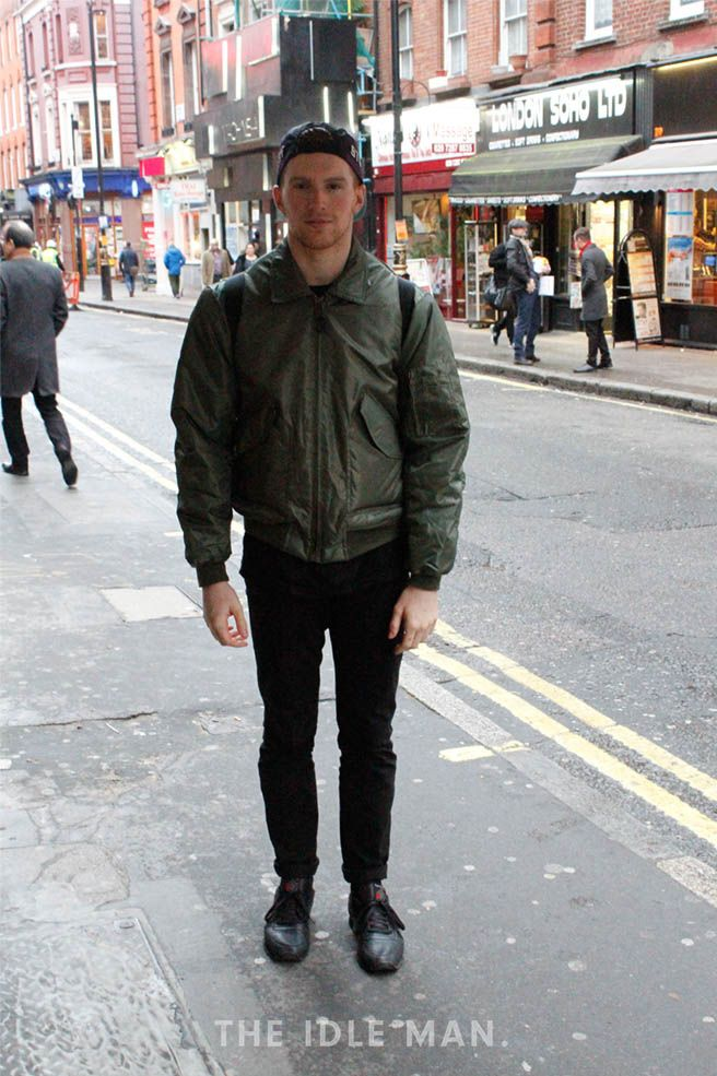 Men S Street Style An Army Green Bomber Jacket Matched With All