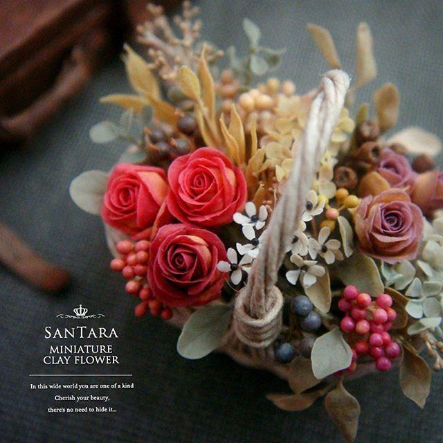 こちらも完成  豪華豪華 .......... #miniature #mini #flower #art #clay #rose #handmade #kawaii #dollhouse #wreathe #artist #clayflower #instagood #webstagram #antique_r_us #instagramjapan #樹脂粘土 #クレイフラワー #ミニチュア #花 #花束 #フラワーアート #ドールハウス #フラワーリース #フラワーアレンジ #バラ #薔薇 #アンティーク #ハンドメイド #ドライフラワー
