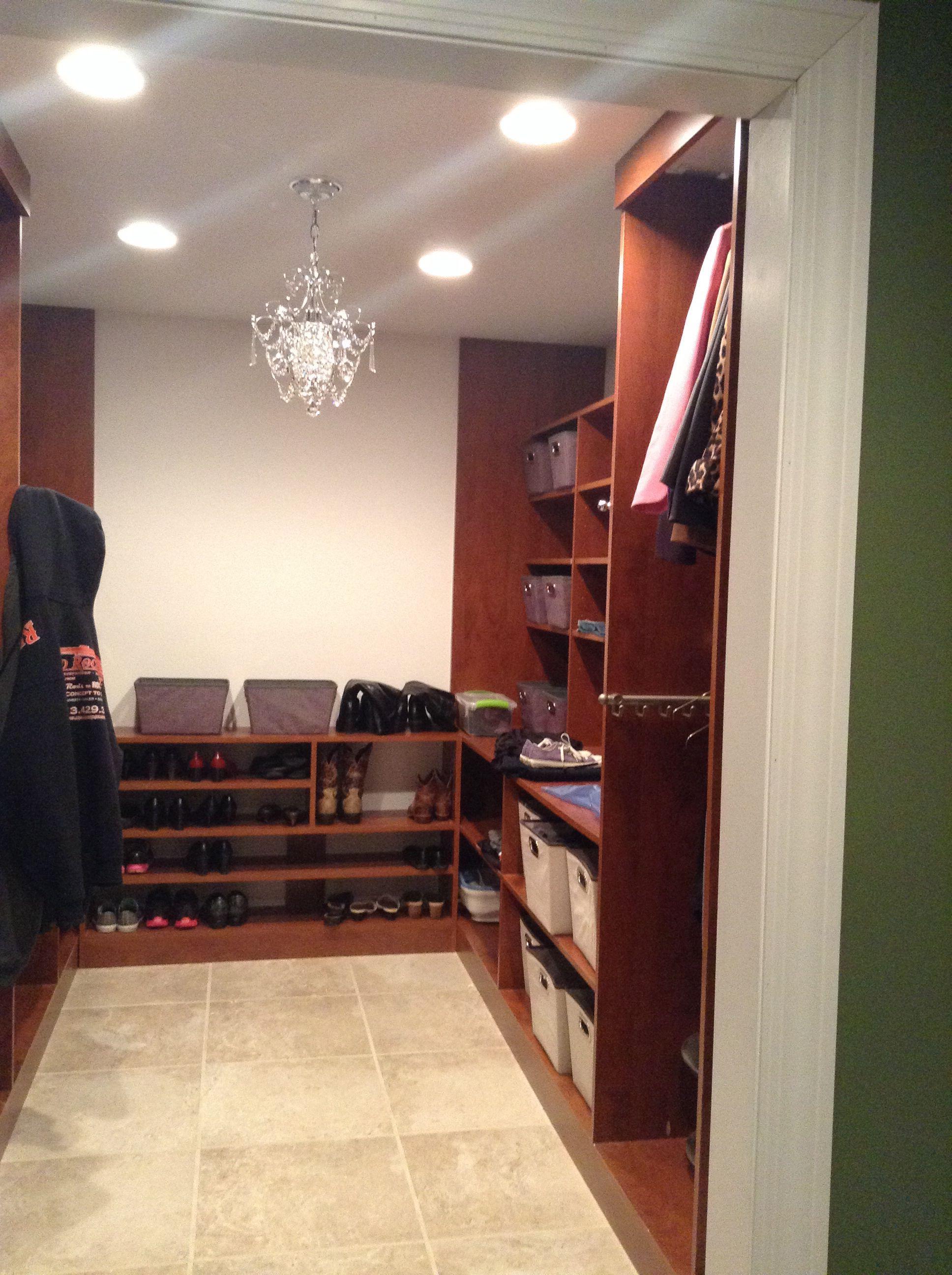 Walk in closet ~ very nice!