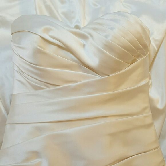 Allure Couture wedding dress Never Worn Ivory Allure wedding dress. Size 6- runs small. Allure  Dresses