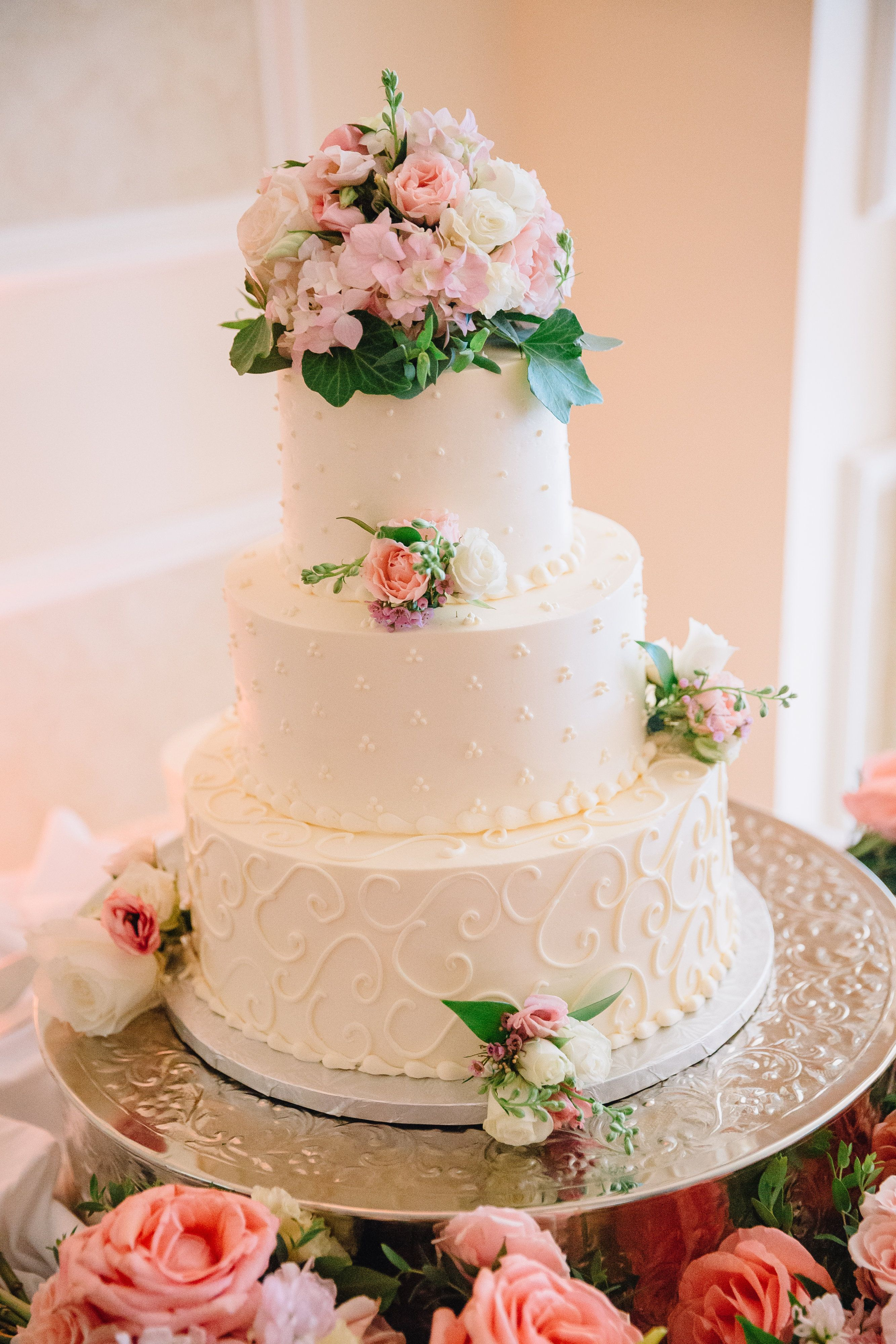SugarBakers Wedding Cake I Manor Country Club I Photo by