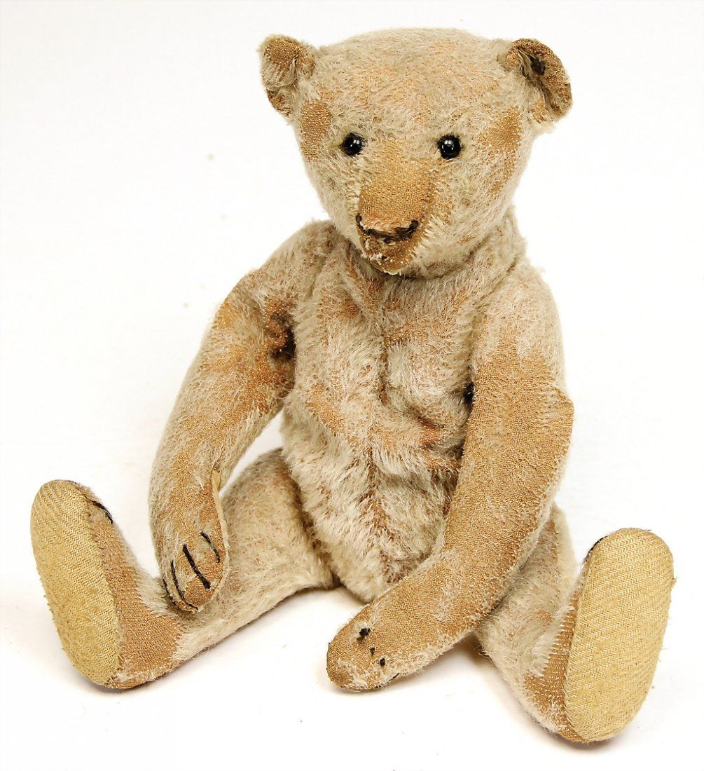 STEIFF bear, c. 1915, with button.