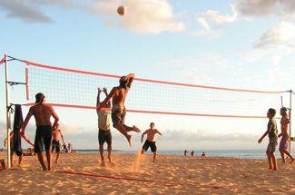Play Beach Volleyball In Santa Monica Beach Volleyball Volleyball Fun Sports
