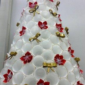 De Copos Descartaveis Usados Arvore De Natal Reciclavel