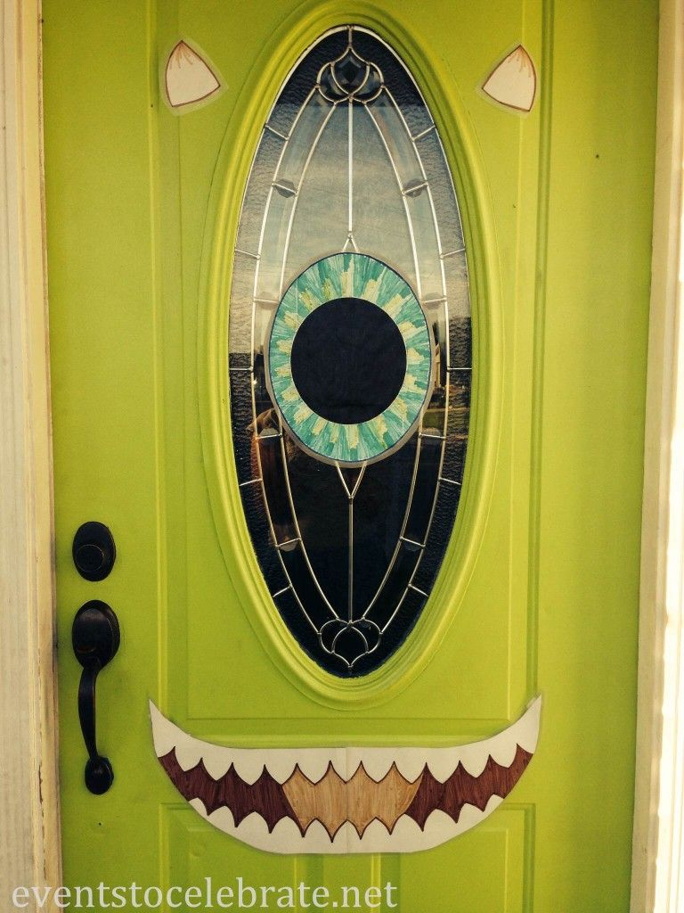 Halloween Door (monsters inc. & Maybe get a green table cloth and cute and eye out for the door ... pezcame.com