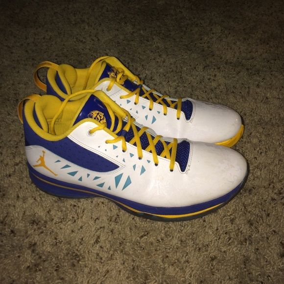 19cab8e4a2d80c Air Jordan Mens 12 CP3 V Year of the Dragon Air Jordan Chris Paul V Year of  the Dragon Special Edition Mens size 12 Basketball Athletic Shoes.