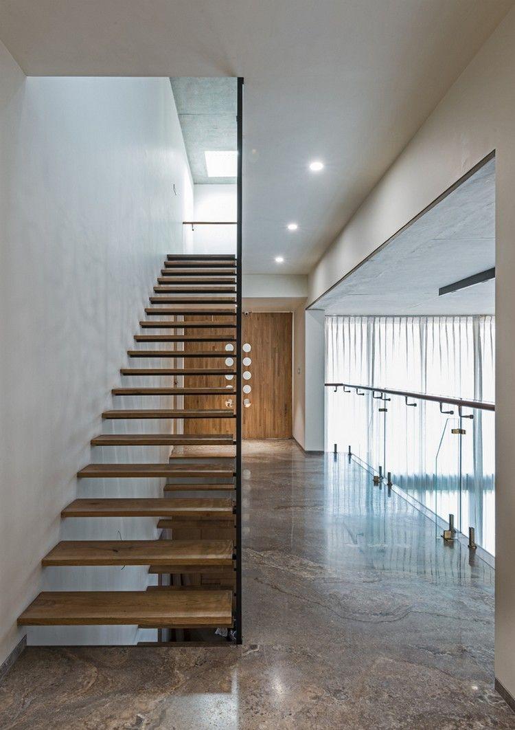 schwebende Treppe in einem schönen Haus in Indien | Inneneinrichtung ...