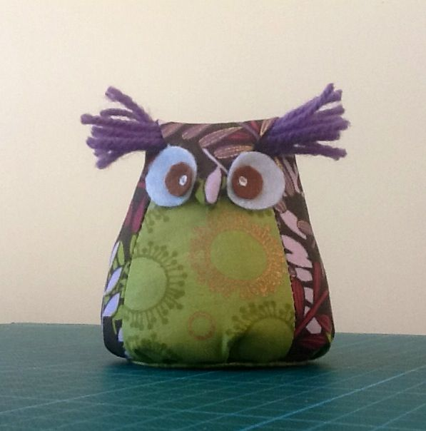 little owl made using a tutorial from efemera-ink. There is sand in him as he will be used to hold bunting in place on a shelf in my craft area.