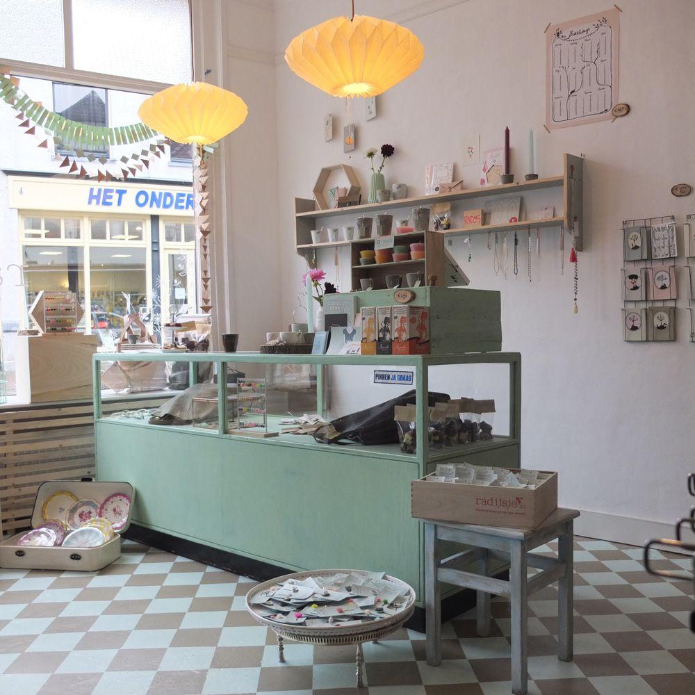 Interieur van de stenen winkel, RADIJS in zutphen (Laarstraat 7)