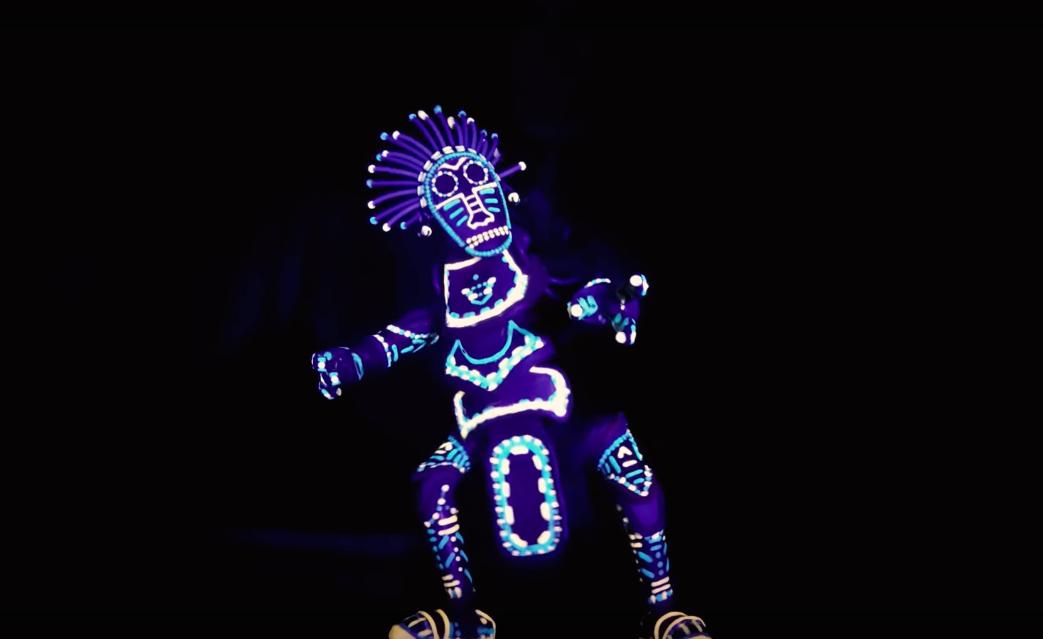 le jeune youtubeur barnaby dixon a cr une incroyable marionnette qui bouge dans tous les sens. Black Bedroom Furniture Sets. Home Design Ideas