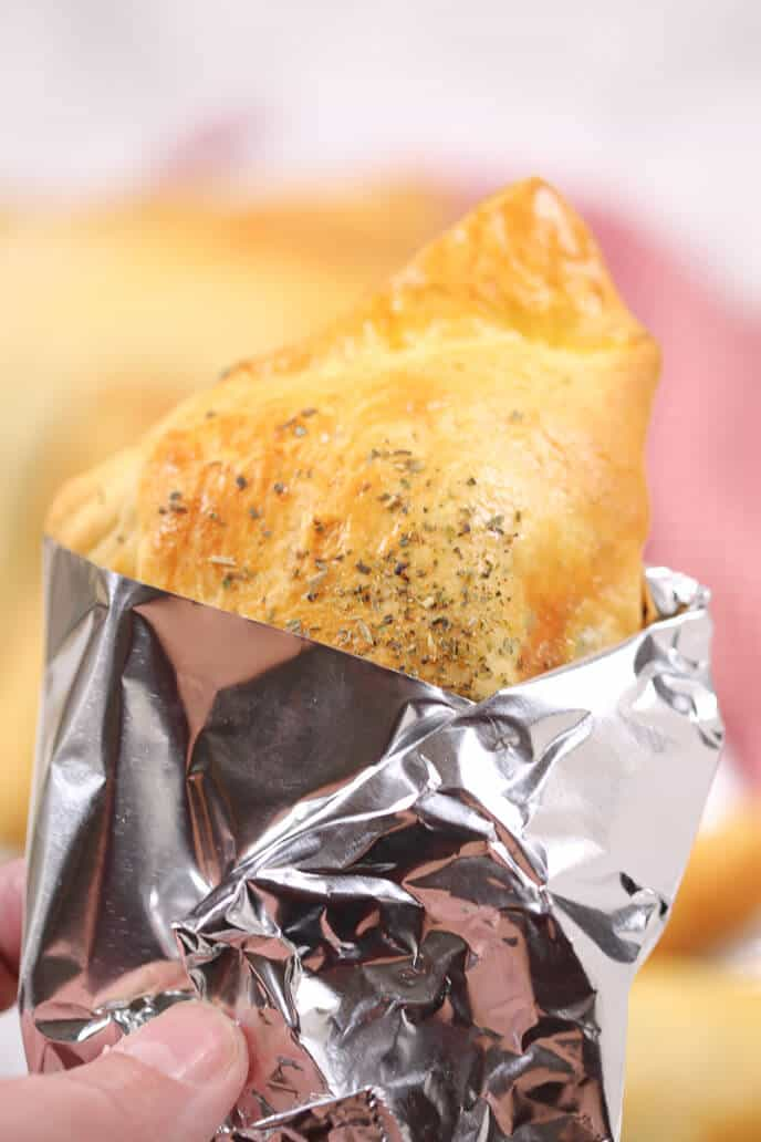 These easy Steak and Cheese Hand Pies are a quick grab and ...