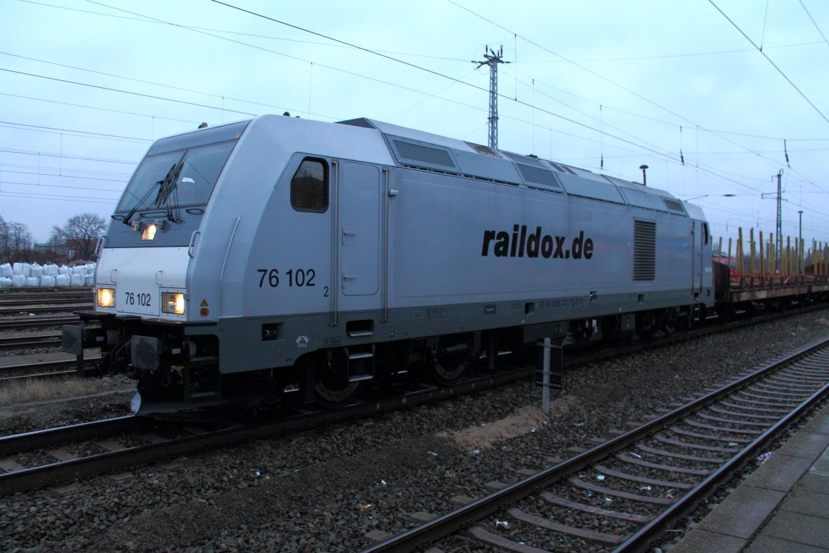 TRAXX F140 DE 76 102 der Raildox Eisenbahn, Diesellok