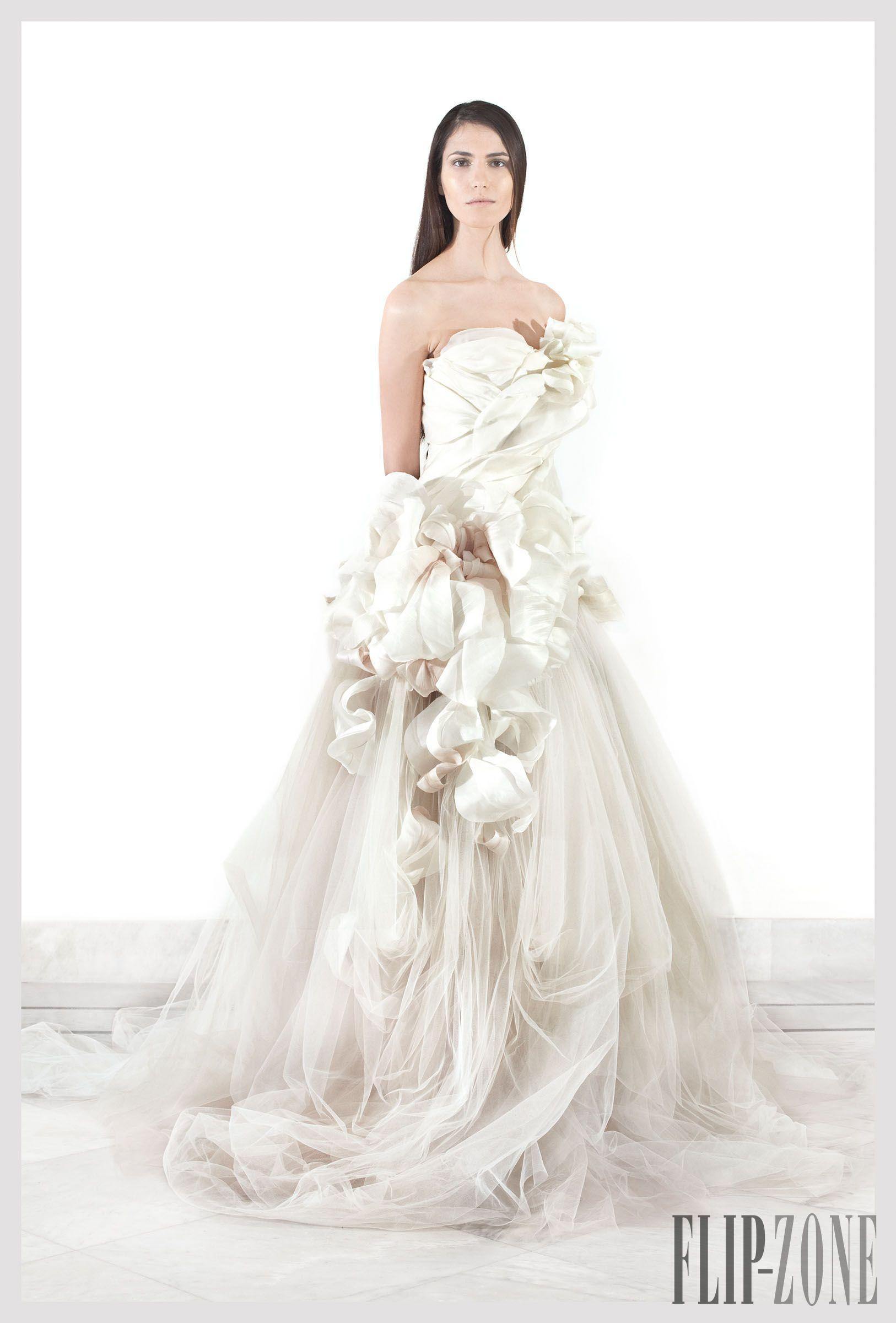 "Krikor Jabotian ""The girl from the temple"", P-É 2012 - Haute couture - http://fr.flip-zone.com/fashion/couture-1/independant-designers/krikor-jabotian-2553"