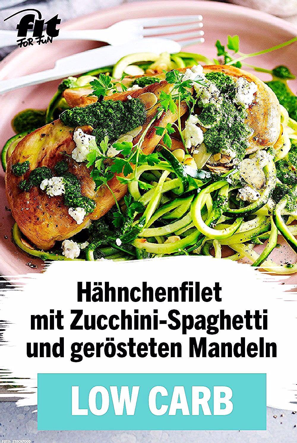 High Protein, Low-Carb, Keto: Mit diesem leckeren Eiweiß-Rezept für Hähnchenfilet mit Zucchini-Spagh...