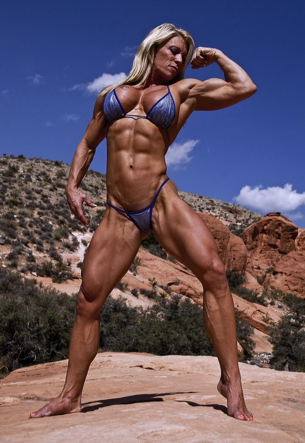 Women bodybuilder nude posing