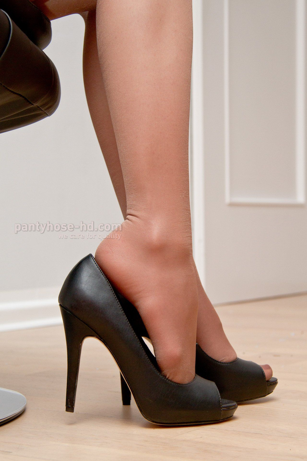 Foot rub after heels and pantyhose photo 623