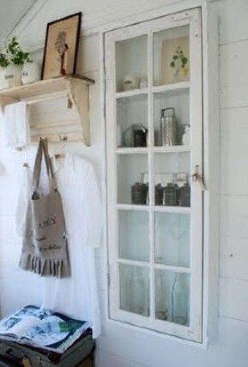 Een oud raam en een paar plankjes is alles wat je nodig hebt...