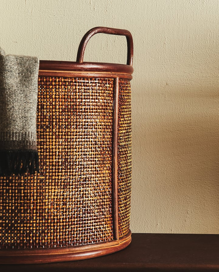 Image of the product RATTAN BASKET WITH HANDLES Rattan