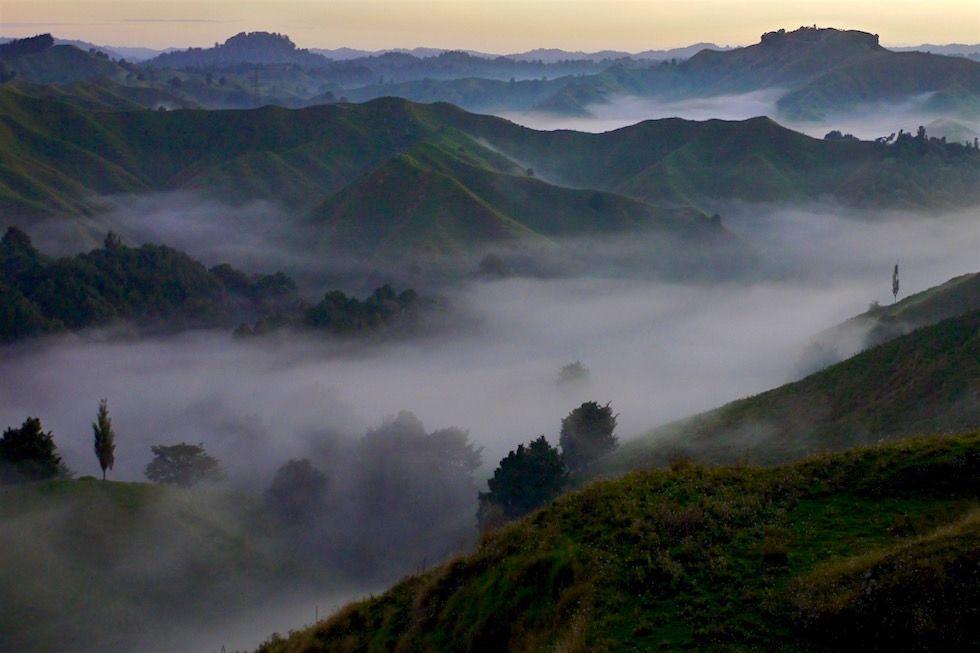 Der Forgotten World Highway entführt in saftig grüne Hügellandschaften,mitten durch die kleinste Republik der Welt,Wasserfälle & einzigartige Sonnenaufgänge