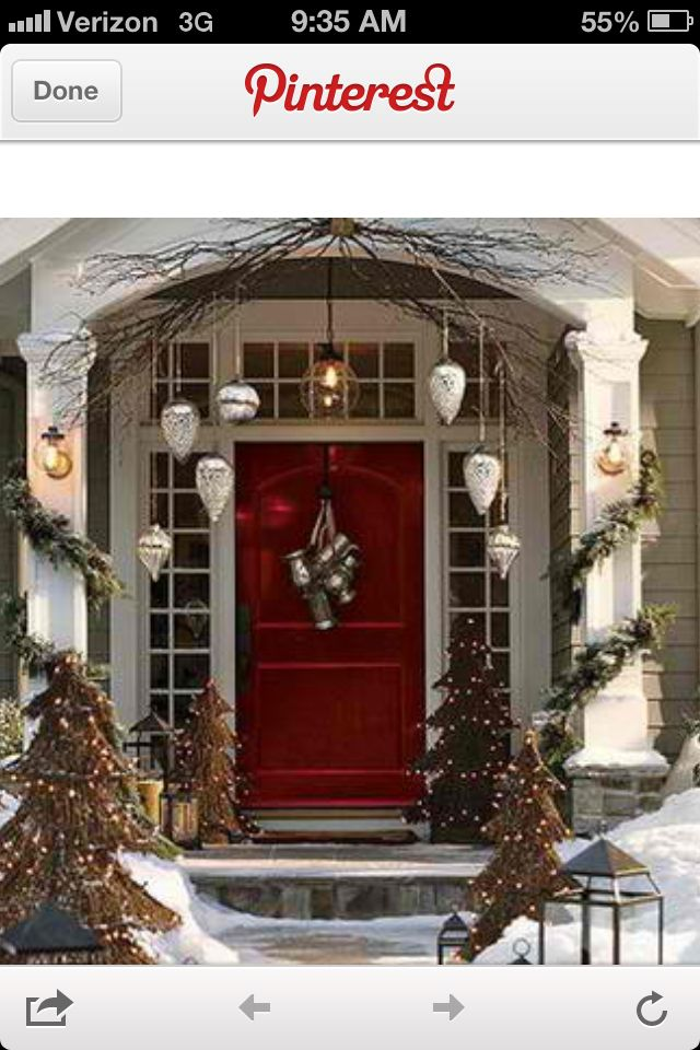 Top 10 Don Ts Dos For Christmas Decorating Christmas Porch Outdoor Christmas Christmas Front Doors