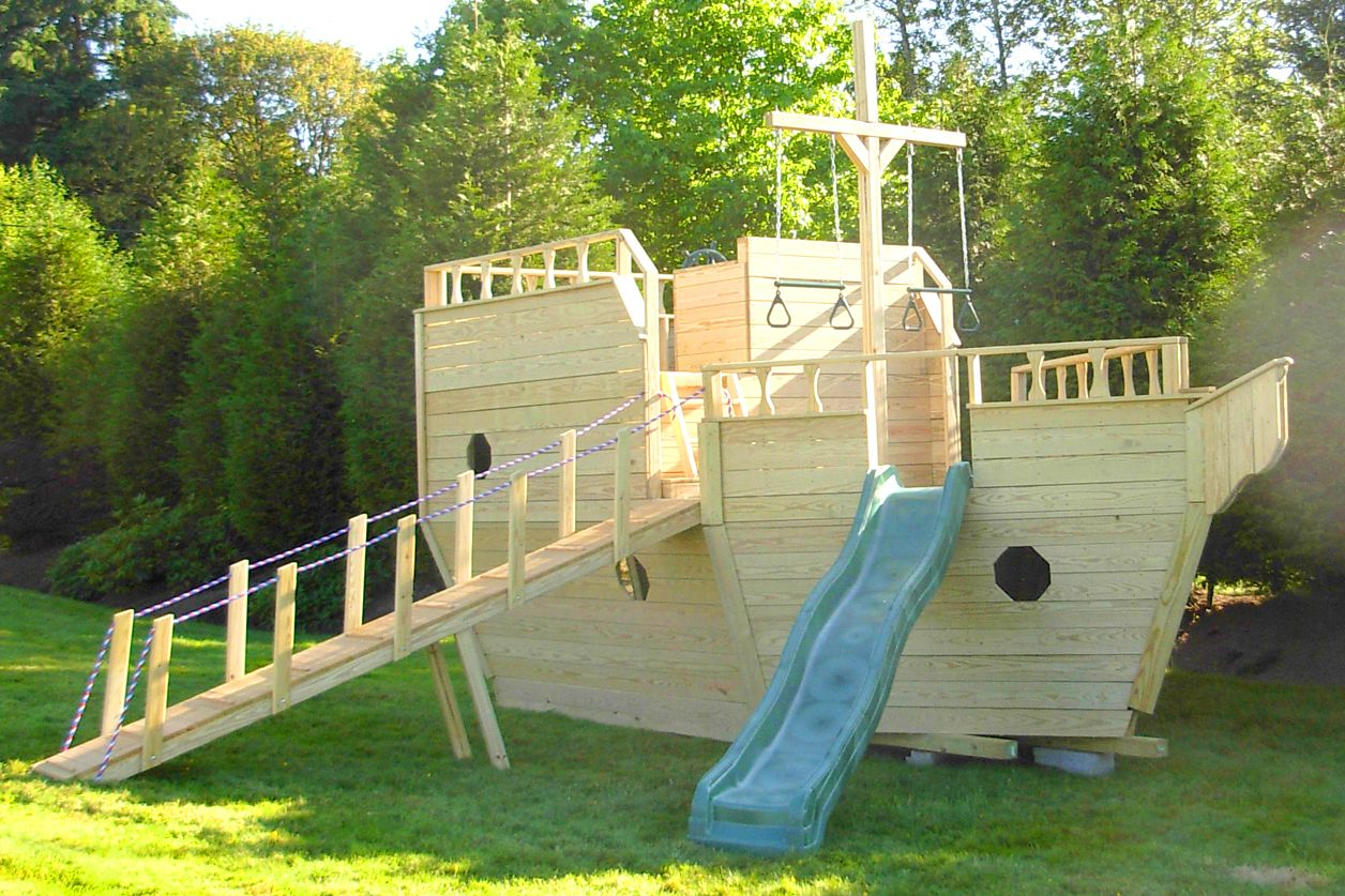 amish made 8x10 ft wooden dream fort playground set
