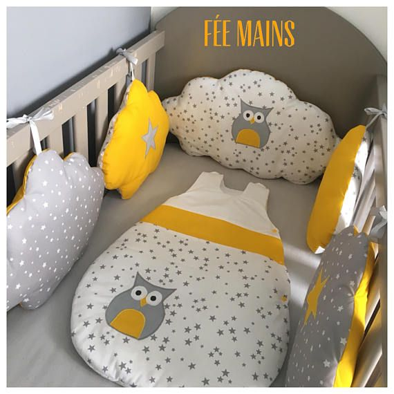 tour de lit nuages en coton gris toil blanc toil et jaune avec toiles et chouette liste. Black Bedroom Furniture Sets. Home Design Ideas