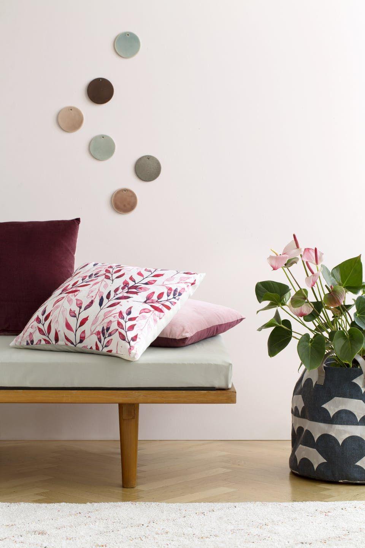 'Parisisk dekadence og skandinavisk minimalisme.' Mindre kan ikke gøre det, når Søstrene Grene lancerer forårets boligkollektion.