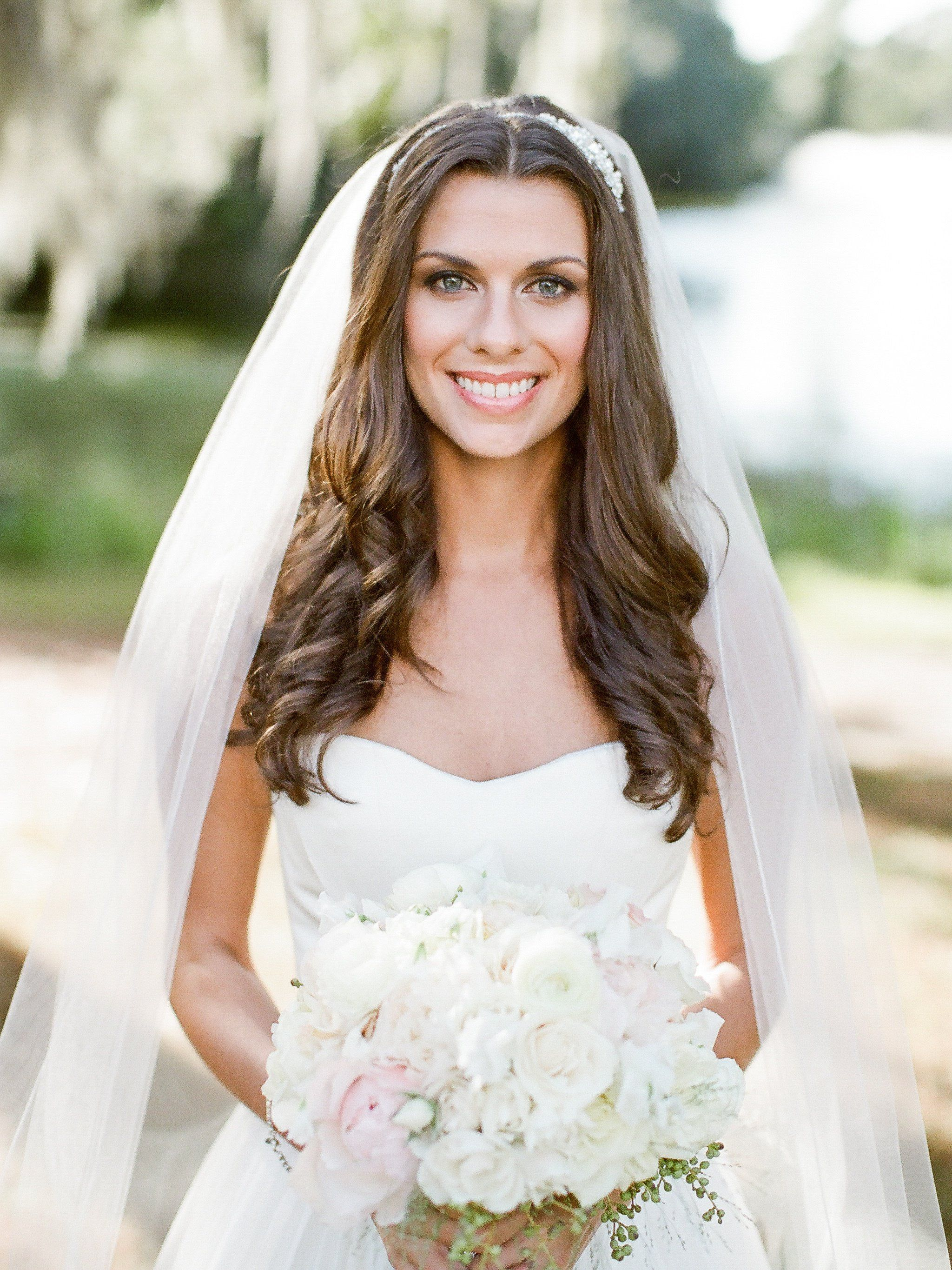 loose curls with veil and large bouquet | wedding | pinterest