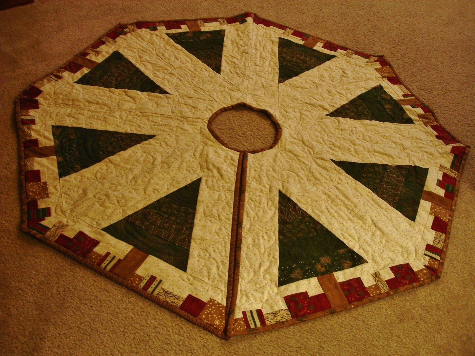christmas tree skirt quilt | ... roll, make your binding and bind the quilt, as in the picture above