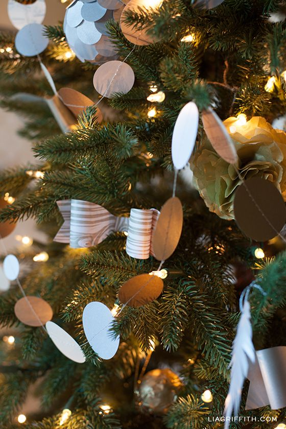 Easy Paper Garland For Christmas Christmas Tree Themes Holiday Garlands Christmas Decor Diy