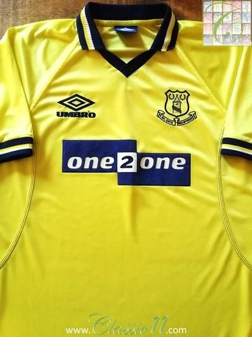 Relive Everton s 1998 1999 season with this original Umbro 3rd kit football  shirt. f80c69090